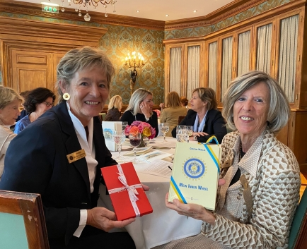 Christine Winkler Unterberg, Gouverneur District 199, et Vérène Nicollier de Weck, Présidente du Club IW Genève - 2021/22